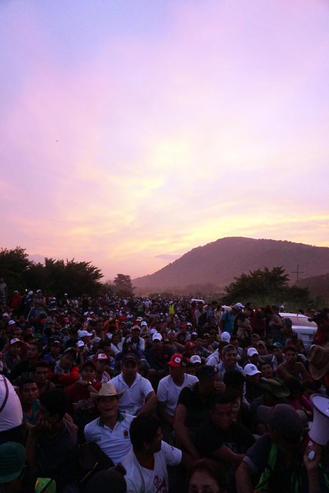 The caravan waits on a highway in southern Mexico. (Photo by Amelia Frank-Vitale)
