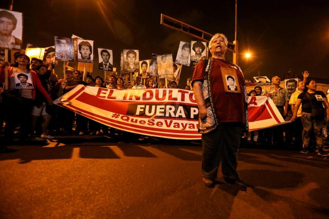 Raida Cóndor, whose son was disappeared by the regime of Alberto Fujmori, leads a national protest march on December 28, 2017 against the former president (Photo by Walter Hupiu Tapia)