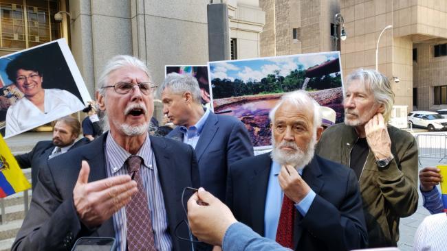 """Para abogado Ron Kuby, Steven Donziger ha sido víctima del sistema judicial """"por luchar contra Chevron y los criminales corporativos."""" Los abogados de Donziger en Nueva York, el 17 de mayo, 2021, el último día del juicio de Donziger. (Gabriela Barzallo)"""