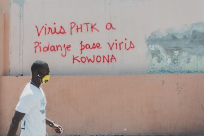 """The PHTK [ruling party] virus is more dangerous than Corona."" (Photo by Réginald Junior Louissaint/K2D)"