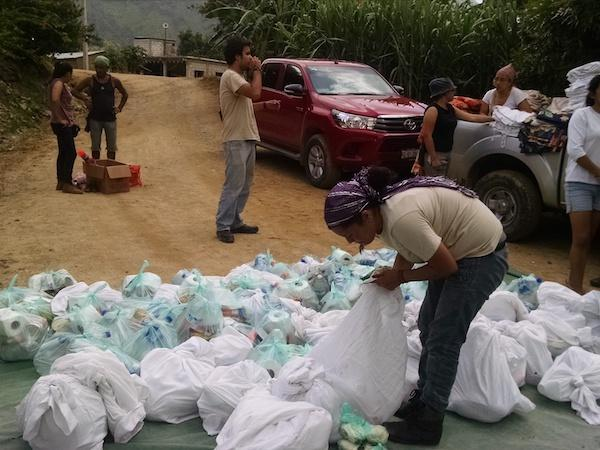 Brigada members distribute supplies in the Istmo in September, 2017. (The Cimarronez Collective)