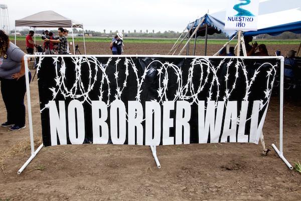 A protest at the Santa Ana Bay Wildlife Refuge on the Texas-Mexico border on January 27, 2018. (Photo by Alan Pogue)