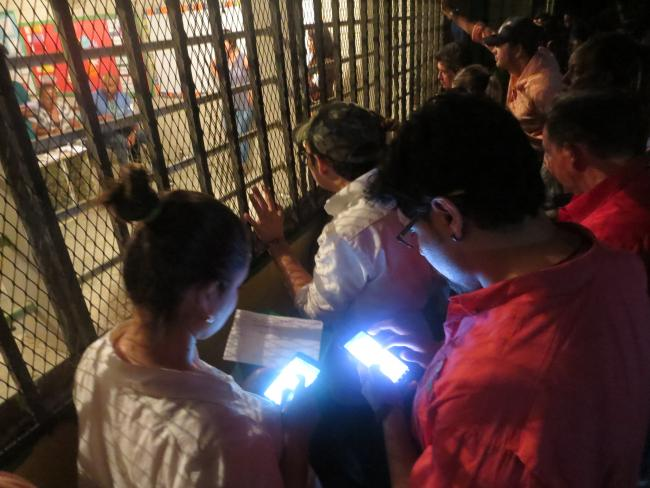 As counting started, Alianza observers kept their own tally outside to ensure against fraudulent reporting. (Photo by Suyapa Portillo).