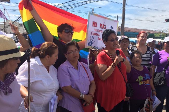 FMLN legislator Lorena Peña calls on feminist and social movements to continue fighting in defense of women's reproductive rights. (Photo by Samantha Pineda)