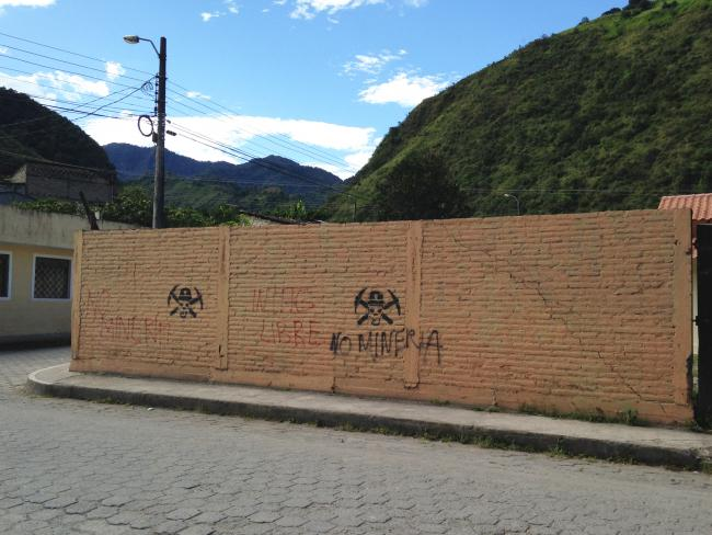 Anti-mining graffiti in Intag, Ecuador (Emily Billo)