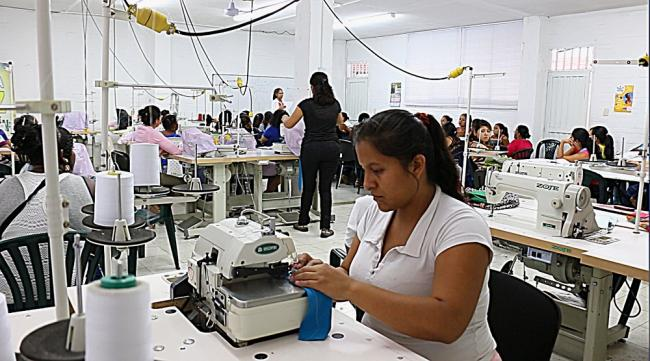 Jeimy Velásquez, a former FARC combatant, participates in a sewing workshop through a government reintegration program (Photo by Débora Silva)