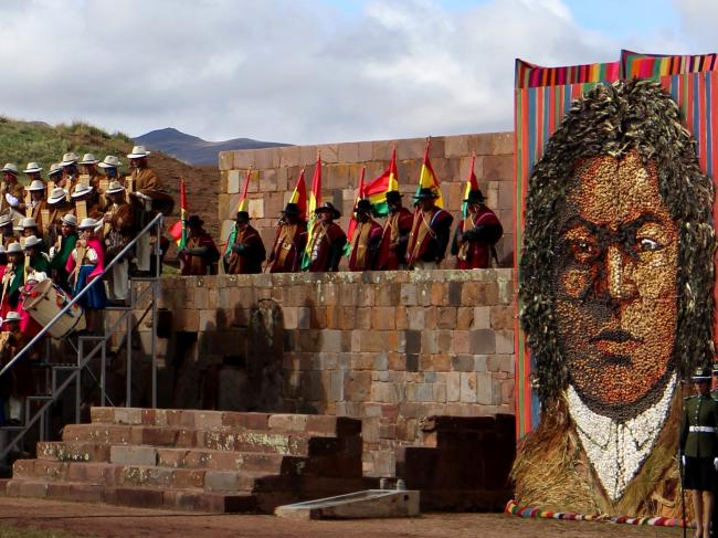 A portrait of Túpac Katari on display at the ruins of Tiwanaku during Evo Morales's ceremonial inauguration on January 22, 2015. This portrait is made out of corn husks, beans, carrots, and potatoes. (Photo by Benjamin Dangl)