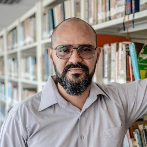 Professor Keymer Avila