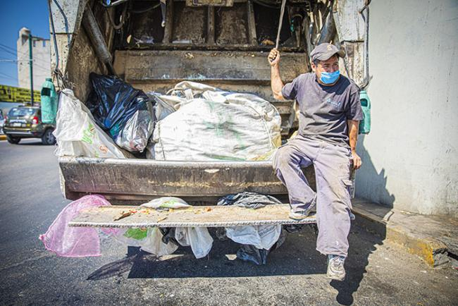 In Mexico City, voluntarios work alongside of municipal workers to gather recyclable materials. (Cesar Parra)