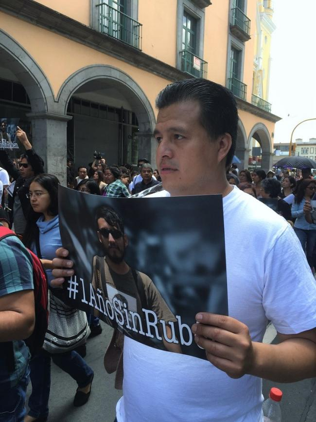 Noé Zavaleta marches with a crowd of protesters in Xalapa on July 31, 2016 in remembrance of his colleague and friend, photojournalist Rubén Espinosa, on the one-year anniversary of his murder in Mexico City. (Photo by Patrick Timmons)