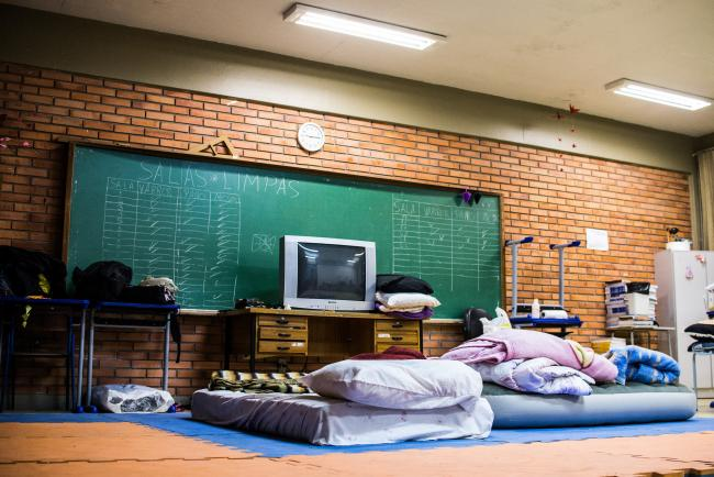 Makeshift beds in an occupied classroom at Escola Alberto in Porto Alegre (Midía Ninja/ Flickr)