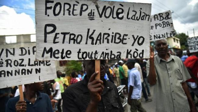 Demonstrators demand accountability for the administration of the PetroCaribe funds. (Medyalokal / Wikimedia)
