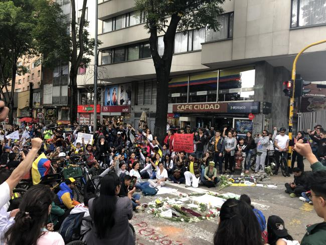 A moment of silence for Dilan Cruz as protesters keep vigil around the location where ESMAD shot him with a projectile in downtown Bogotá. (Photo by Amanda Waterhouse)