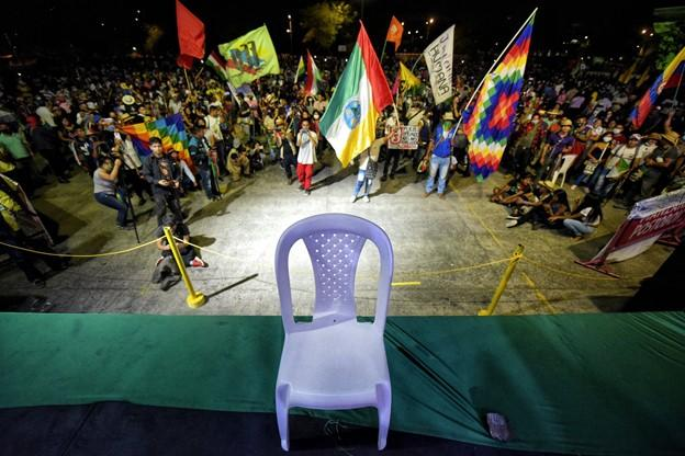 President Iván Duque leaves an empty seat at the People's Coliseum in Cali. (Luis Carlos Ayala)