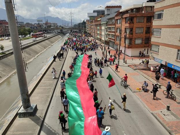 La Minga marcha en dirección a la Plaza de Bolívar en el corazón de Bogotá. (Daniel Campo Palacios)