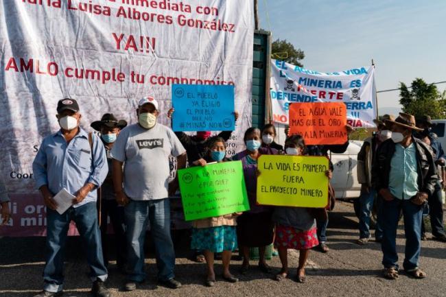 Residents of Ocotlán, Oaxaca protest the presence of Minera Cuzcatlán. (Santiago Narvarro F.)