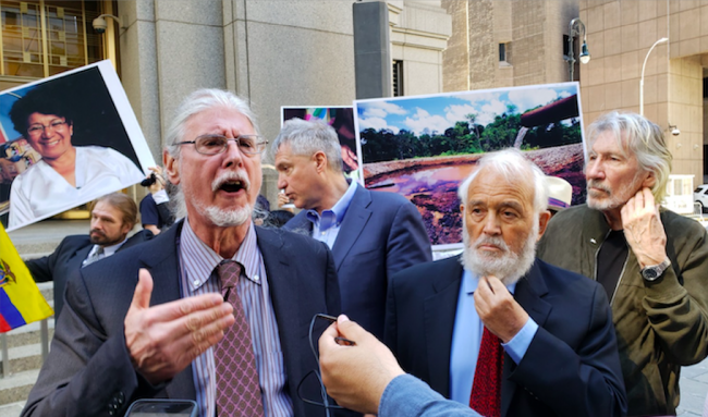 """For attorney Ron Kuby, Steven Donziger has been a victim of the judicial system """"for standing up against Chevron and corporate criminals."""" Donziger's lawyers in New York, May 17, 2021, the final day of Donziger's trial. (Gabriela Barzallo)"""