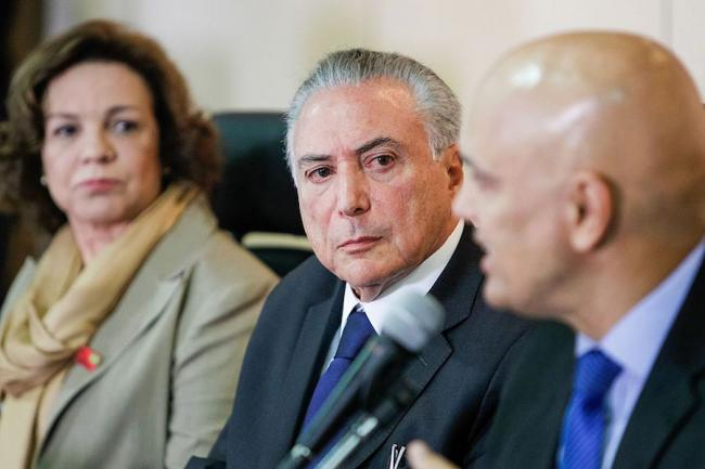 Brazilian President Michel Temer meets with other cabinet members in 2016. (Beto Barata / flickr)