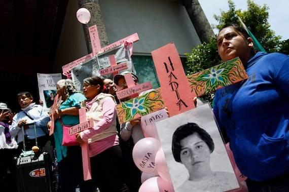 Viviana Muciño (front) works as a volunteer assisting women who have experienced gender violence in Ecatepec and their families. She says that everything she knows about femicide in Mexico is because of her sister's murder. Her sister Nadia Alejandra Muciño Márquez was killed in 2004 (Photo by Viviana Muciño).