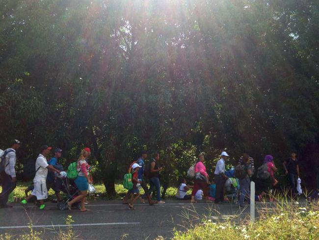 Migrants begin walking north from Tapachula on October 22 (Photo by Rafael Sanchez Rodríguez)