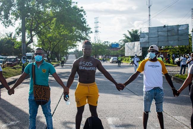 Protesters shut down the Piñal Bridge on February 4, 2021. (Jann Hurtado)