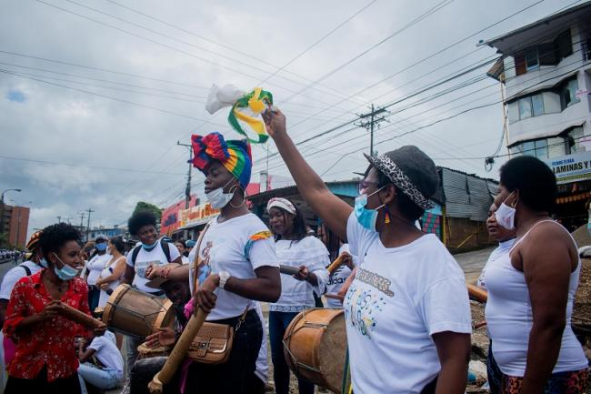 Musicians perform as part of a 13-mile human chain for peace in Buenaventura on February 10, 2021. (Jann Hurtado)