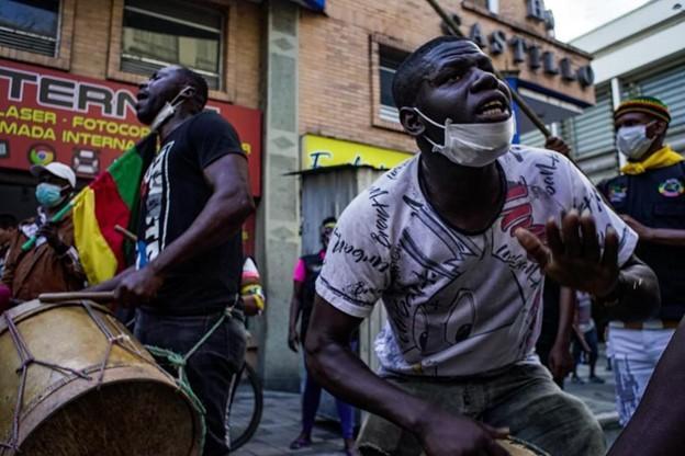 Miembros del Proceso de Comunidades Negras marchan por las calles de Cali el 14 de octubre. (Darwin Barra, Proceso de Comunidades Negras)