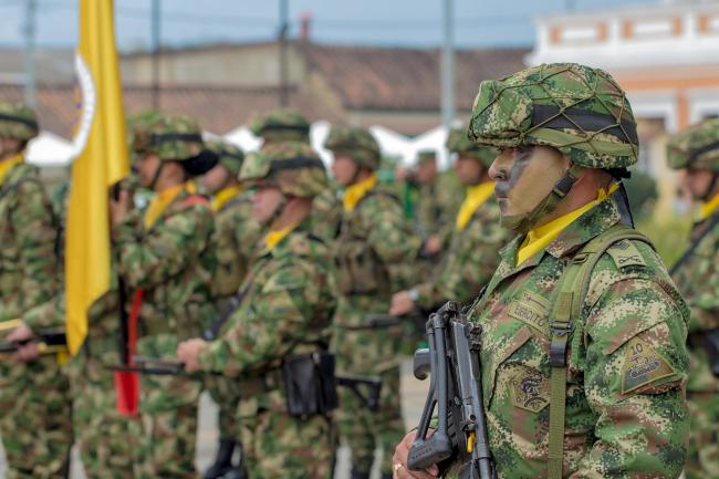 Colombian Army Platoon in Bogotá (Photo by Alejandro Turola)