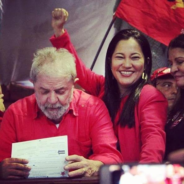 Elika Takimoto with Luiz Inácio Lula da Silva (Elika Takimoto, Twitter)