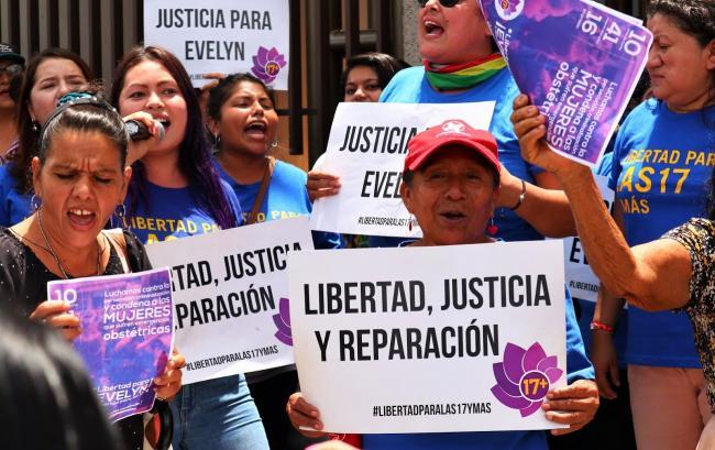 El movimiento feminista protesta en apoyo de Evelyn Hernandez el 19 de agosto 2019. (Foto por CISPES)