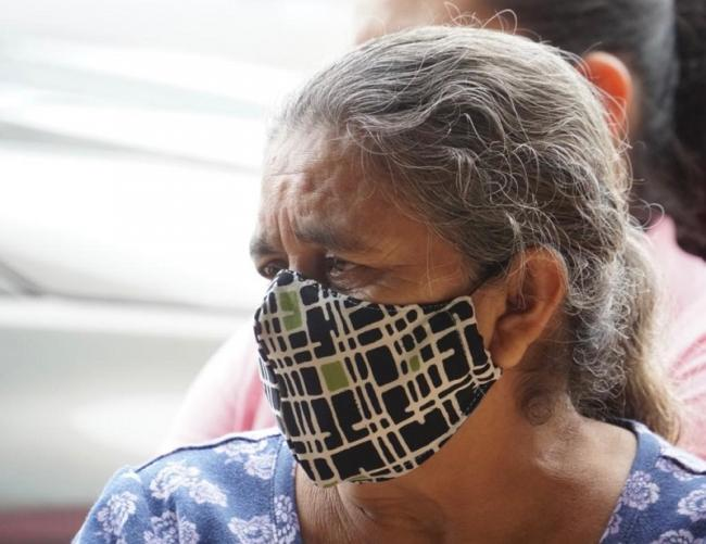 A woman wears a mask as SOS Nicaragua delivers food and hygiene kits to Nicaraguan refugees and campesinos in the northern areas of Costa Rica. (Courtesy of Carlos Felipe Huezo / SOS Nicaragua)