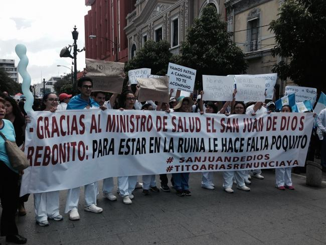 Guatemalan medical doctors denounce government corruption during the 2015 protests (Photo by Lydia Crafts)