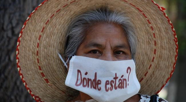 A woman at an Ayotzinapa protest in Mexico City (Photo by CIP Americas)