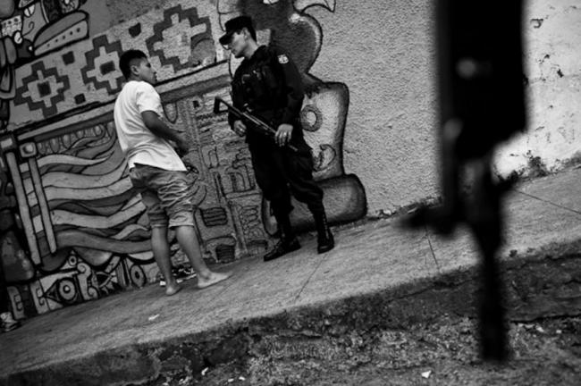 Armed police patrol in San Salvador (Jan Sochor / Flickr)