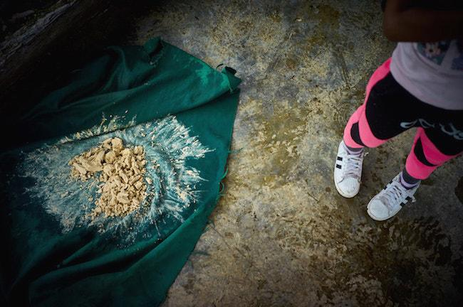A child watches as coca leaves are processed into coca paste in February 2017. (Photo by Gerald Bermúdez)