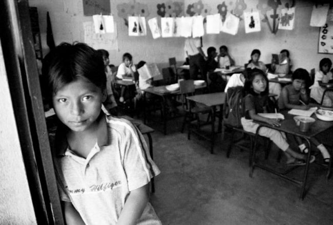 Niños de Santa Anita La Unión asisten a la escuela en 2006. La comunidad incluye exrefugiados que volvieron a Guatemala. (j h/Flickr)