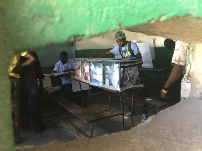 A man casts his ballot in Cite Soleil (Photo by Jake Johnston)