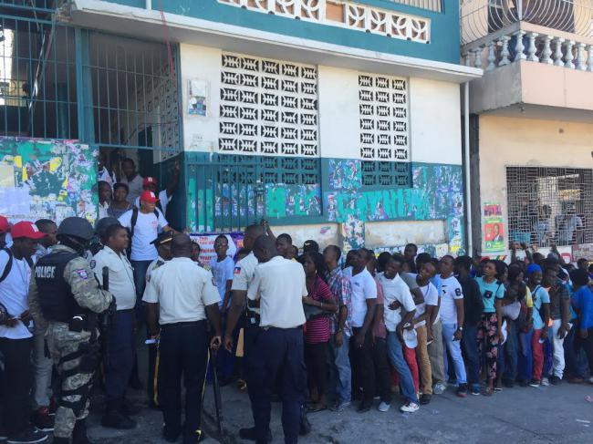 Haitian National Police keep party monitors in line (Photo by Jake Johnston)