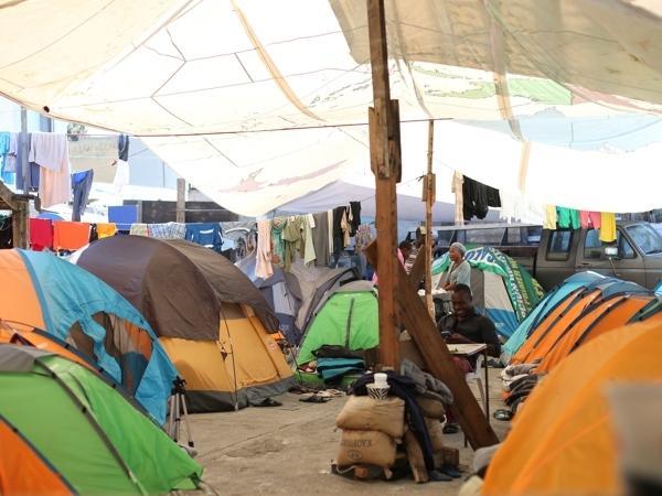Haitian migrants waiting at the border in Tijuana in November 2016 (Magali Gauthier/USC Annenberg Media)
