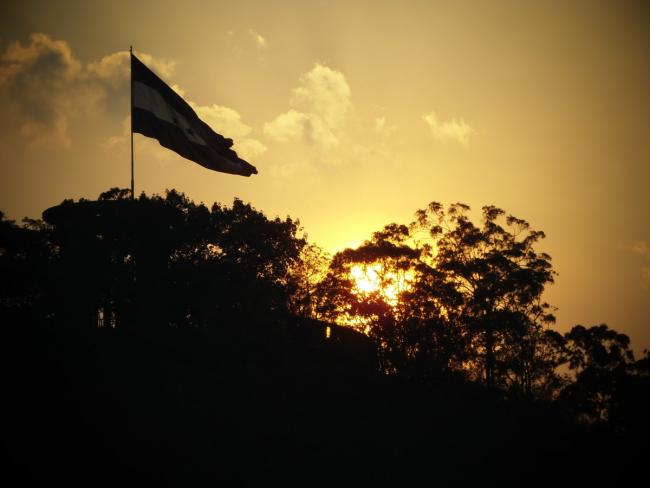 Honduran flag at sunrise (Pxhere/CCO Public Domain)