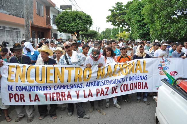 Campesinos, Afro-descendant and indigenous Colombians at a peace march in the Department of Norte de Santander in 2011 (Flickr/Veála)