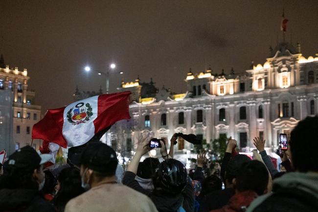 Protesters on November 17, 2020 in Lima, Peru, calling for the resignation of the president. (Samantha Hare, Flickr)