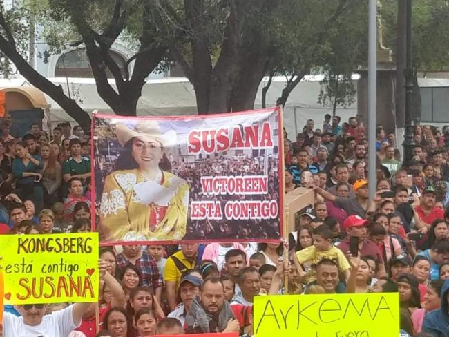 Protestors hold up a banner featuring Susana Prieto Terrazas at a 20/32 demonstration in Matamoros, Mexico (Obreros Unidos Matamoros/Facebook).