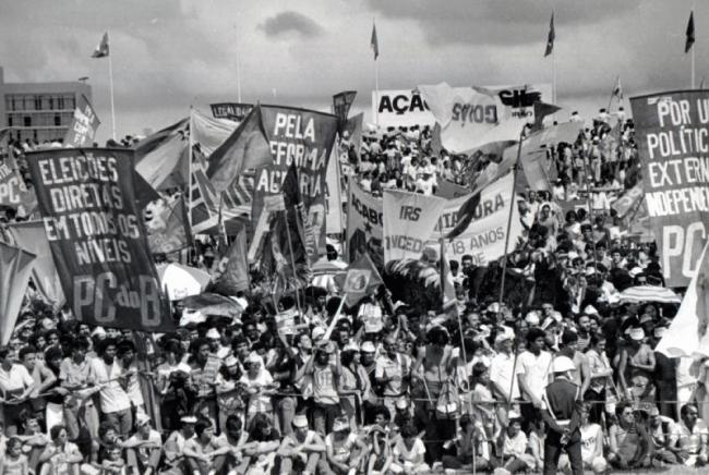 Brazilians protest outside of the National Congress in 1983, demanding the re-establishment of direct elections. (Wikimedia Commons)