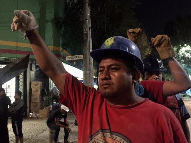 A volunteer rescue worker in Mexico City. Andalusia Knoll, twitter: @andalalucha.