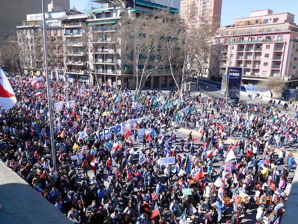 Hundreds of thousands of Chileans protest the privatized pension system in Santiago in August 2016. (Photo by J. Patrice McSherry)