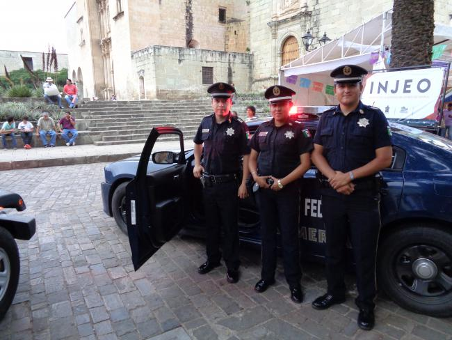 Federal police's public relations efforts at a street fair in Oaxaca City, August 2015. (Photo by Eric Larson)