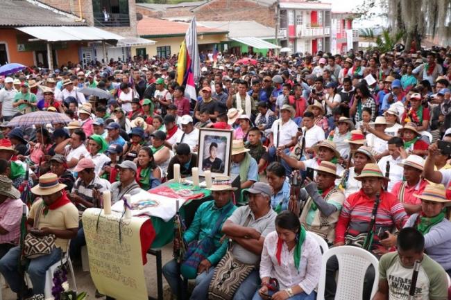 Minguero/as esperando la llegada del presidente Duque. (Consejo Regional Indígena del Cauca CRIC)