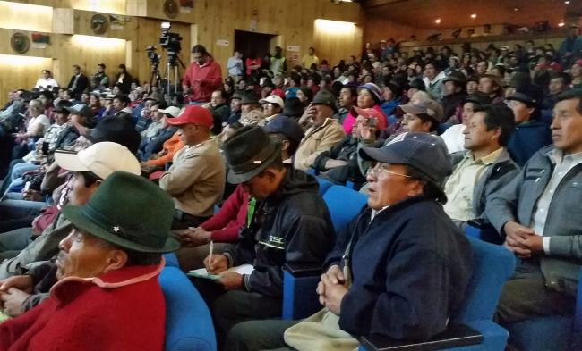 The public forum in Riobamba, in the province of Chimborazo had over 500 hundred participants which included leaders of community-based organizations, farmer associations, trade unions, and local officials. (Photo by Karla Peña)