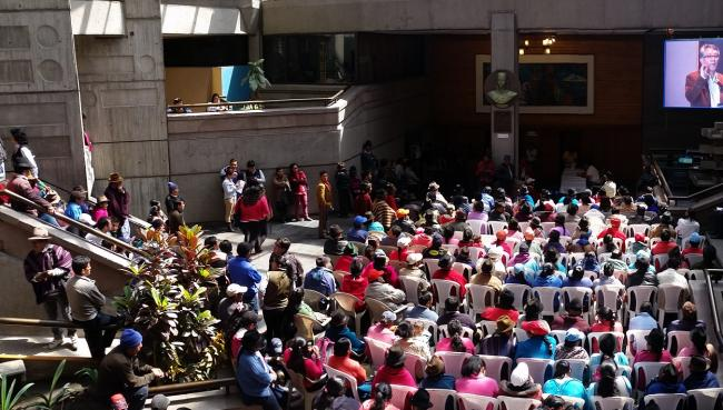 The consulta in Riobamba was at capacity, which resulted in setting-up an overflow area outside of the local municipality. (Photo by Karla Peña)